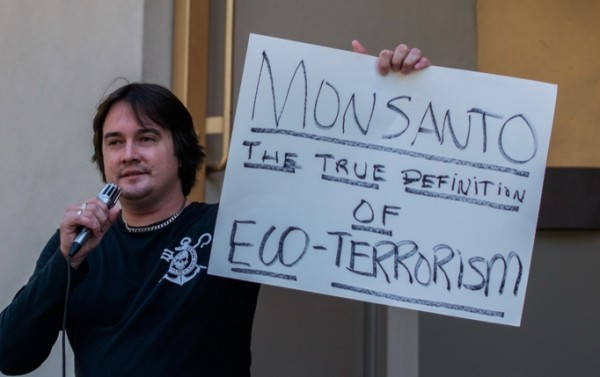 "Monsanto caught running massive ""troll farm"" to maliciously smear the Food Babe, Health Ranger, Jeffrey Smith and anyone questioning the fake science behind GMOs"